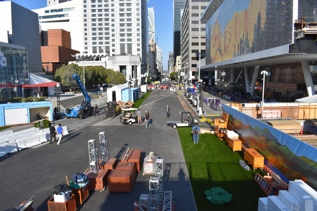 Dreamforce 2017 Dream Valley on Howard Street San Francisco load in.